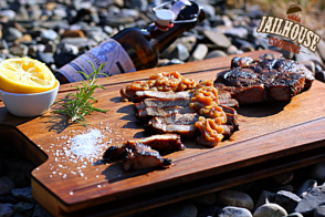 Mal sehen, ob es auch ein Holzfällersteak mit Bierzwiebeln geben wird?