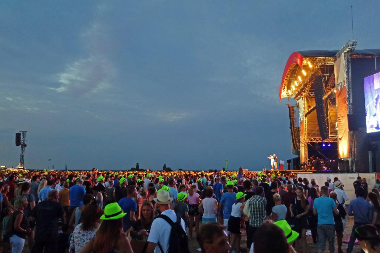 Open Air Bühne mit Publikum
