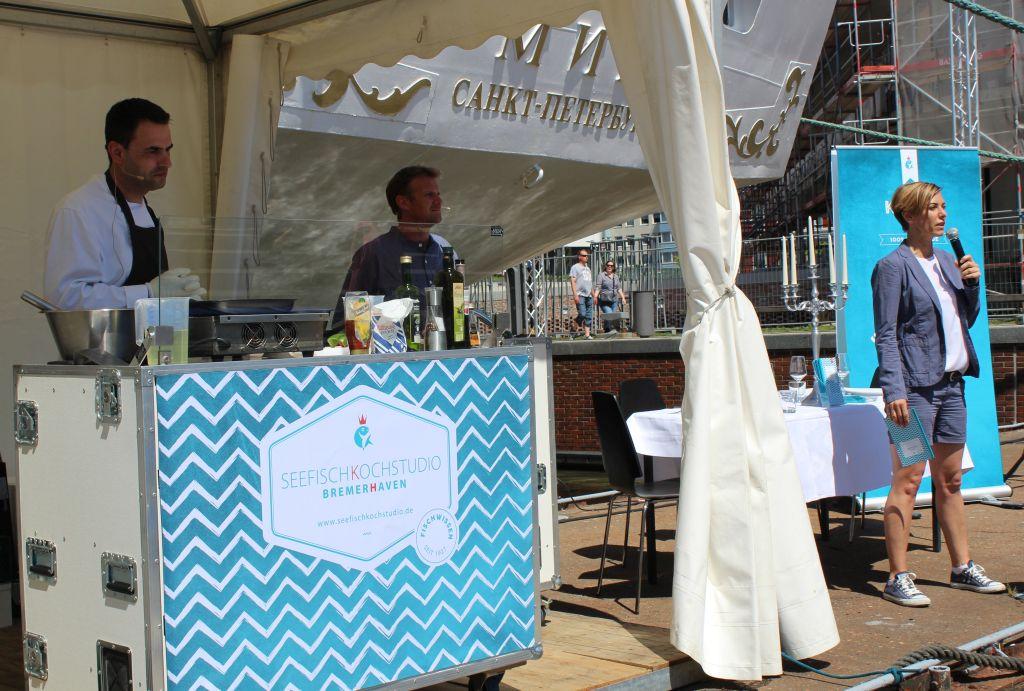 Live und Open-Air! Die Kochshow beim SeeStadtFest - Landgang Bremerhaven (c) Mailin Knoke