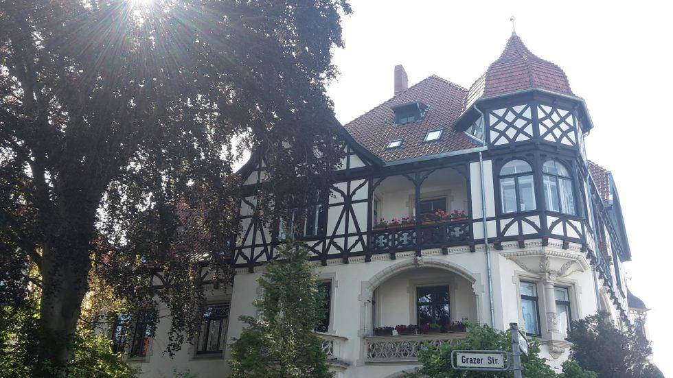 Hannovers Stadtteil Waldhausen entdeckt: Grazer Straße mit schönen Stadtvillen im Stadtteil Waldhausen