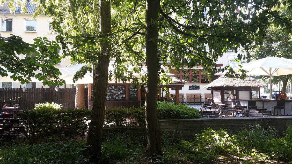 Hannovers Stadtteil Waldhausen entdeckt: Biergarten Vier Jahreszeiten