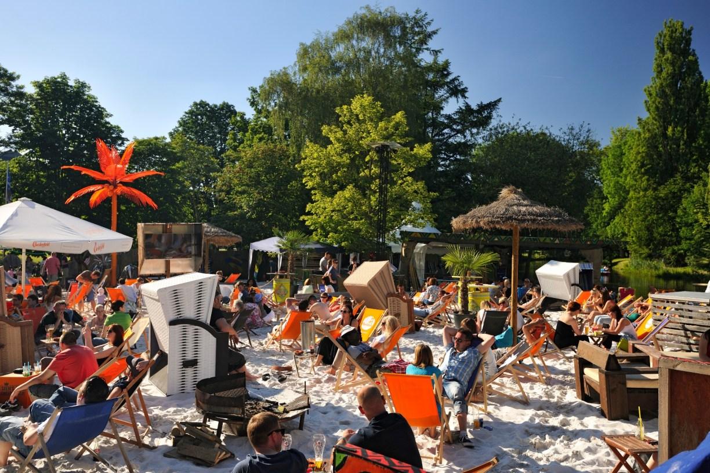 Sommer in Niedersachsens Städten: Relaxt am Citybeach Okercabana in Braunschweig