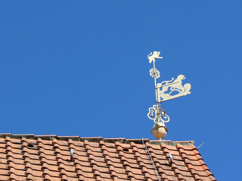 Wetterfahne auf dem Dach des Alten Gifhorner Rathauses