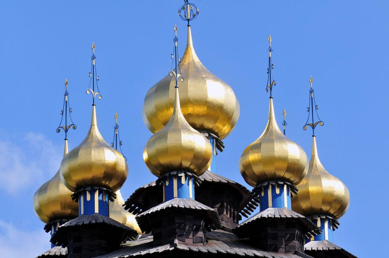 Unterwegs mit dem Reiseführer des Zufalls in Niedersachsens Städten: Goldene Kuppeln des Gifhorner Glocken-Palastes