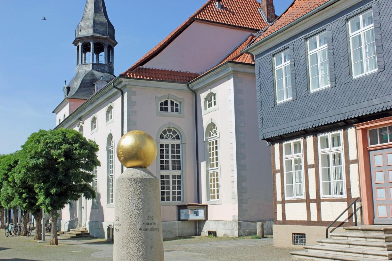 Gifhorner Altstadt mit Meilenstein, Langem Jammer und St.-Nicolai-Kirche