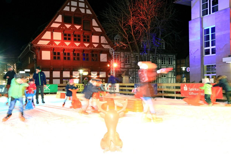 Eislaufbahn auf dem Gifhorner Weihnachtsmarkt
