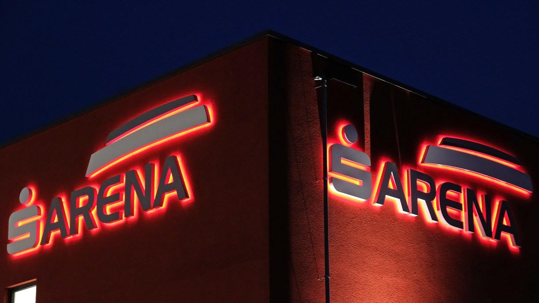 Leuchtendes Logo der Sparkassen-Arena