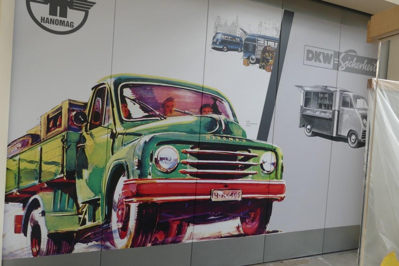 Wandbild im neuen Besucherzentrum des PS.Depot Kleinwagen