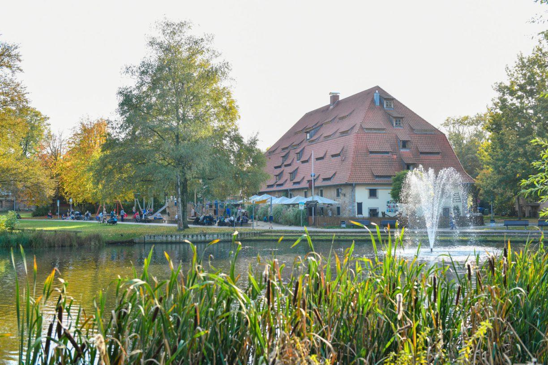 Altes Brauhaus zu Fallersleben mit Schlossteich