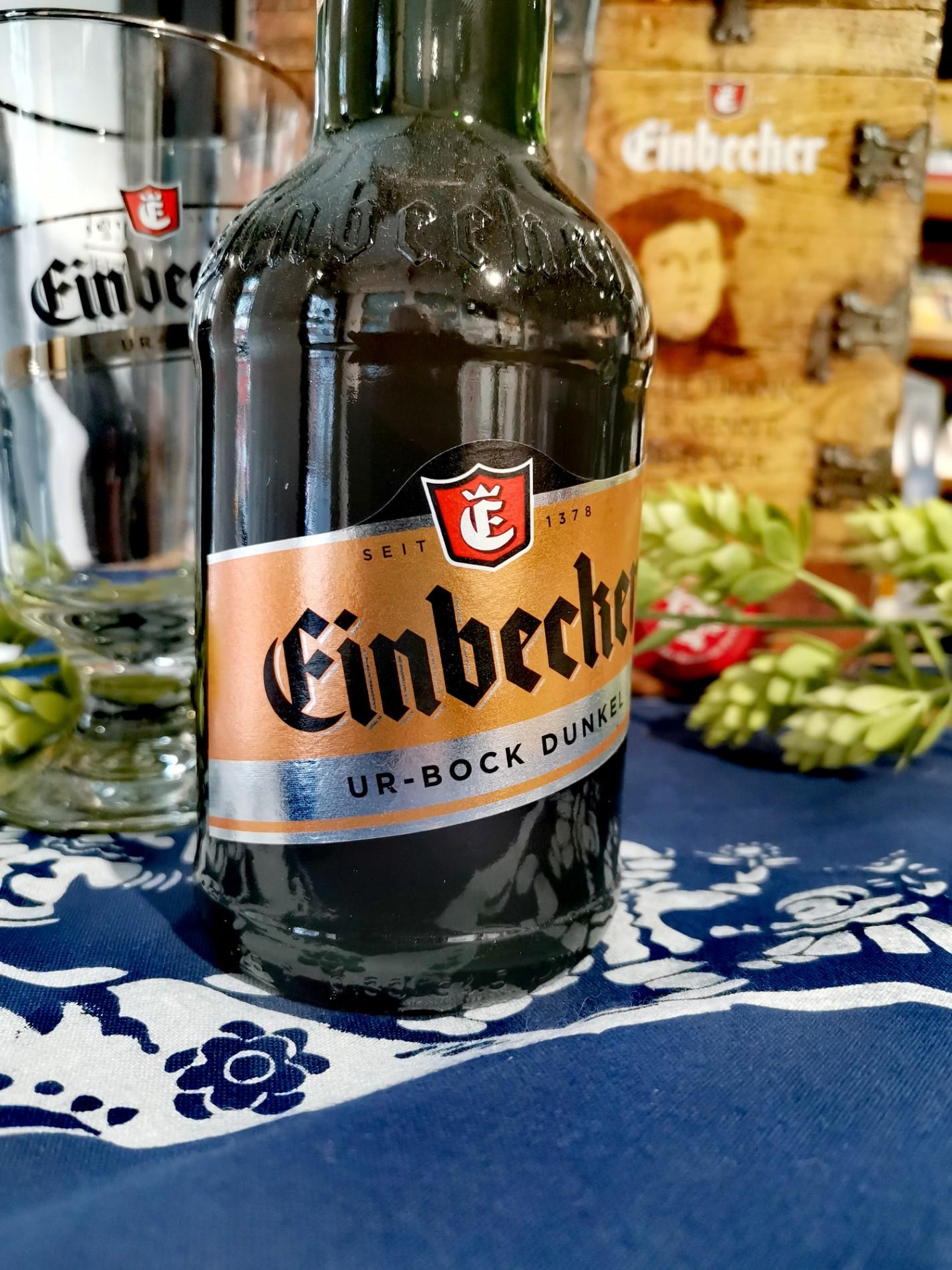 Eine Flasche Ur-Bock-Dunkel