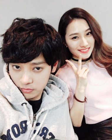 Jung Joon Young with rapper E.Luni behind the scene of MBC Duet Song Festival on April 2016