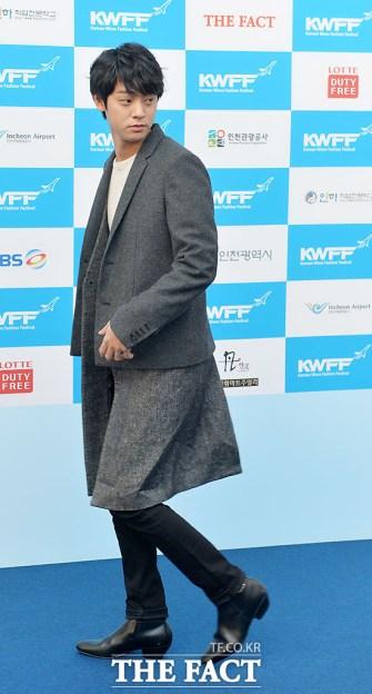 Jung Joon Young walking the blue carpet at Korean Wave Fashion Festival 2015