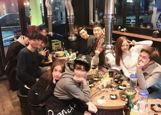 Jung Joon Young eating with his friends at a birthday party in early 2017