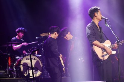 Drug Restaurant band performing at Jung Joon Young concert in Seoul 20170225