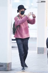jung joon young leaving for concert in taiwan 2017 3
