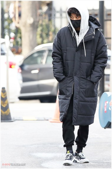 jung joon young on the way to record Yoo Hee Yeol's Sketchbook on Feb 07 2017