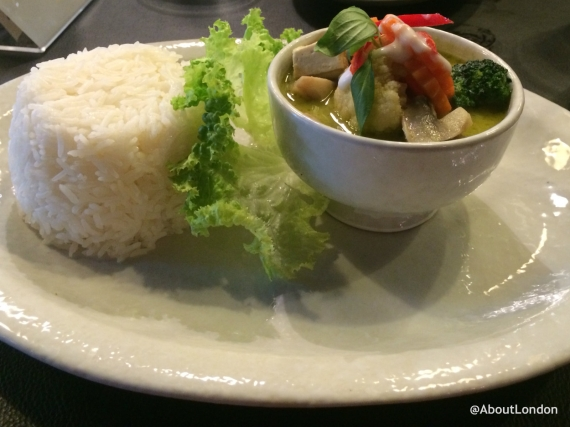 Gaeng Kiew Waan Pak (mixed vegetable green curry with rice)