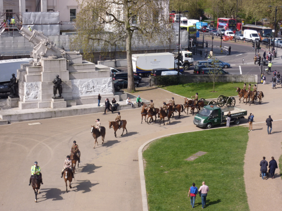As a lucky bonus we saw The King's Troop Royal Horse Artillery going out to practice for the Queen's Birthday salute as well!