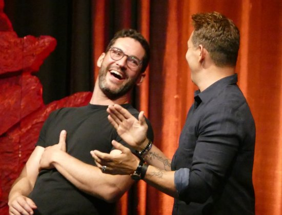 fee878 Tom Ellis MagicCon2019 (1)