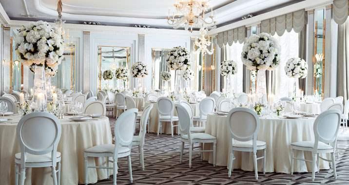 Ερωτήσεις που πρέπει να κάνετε πριν κλείσετε τη γαμήλια αίθουσα