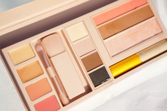 Gigi Hadid Jetsetter Palette - look 2