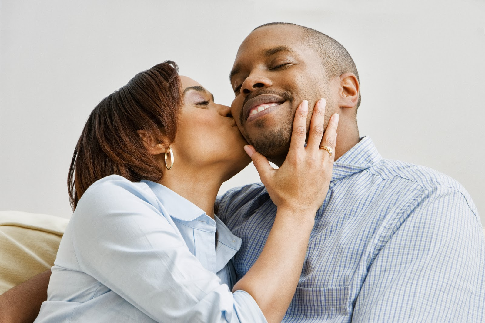 African-American-Couple-Kissing1