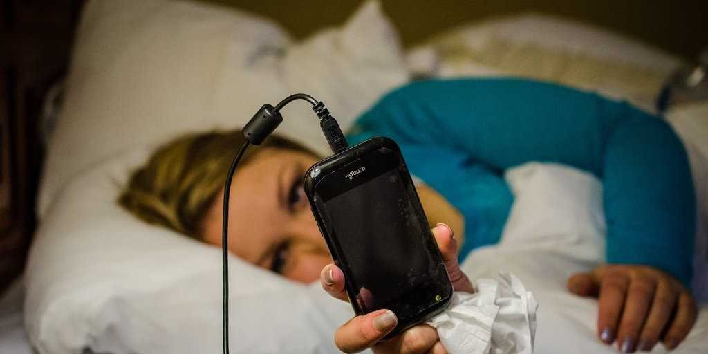 3-keeping-your-phone-next-to-your-bed