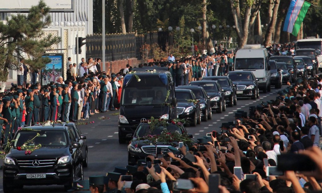 People pay the tribute to the late president Islam Karimov as the funeral motorcade passes along a road in Tashkent on Saturday. Photograph: STRINGER/Reuters
