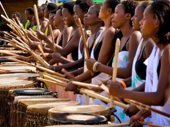 rwanda-women-drumming