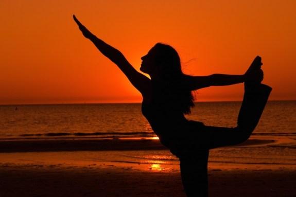 yoga_beach-sunset-850x567