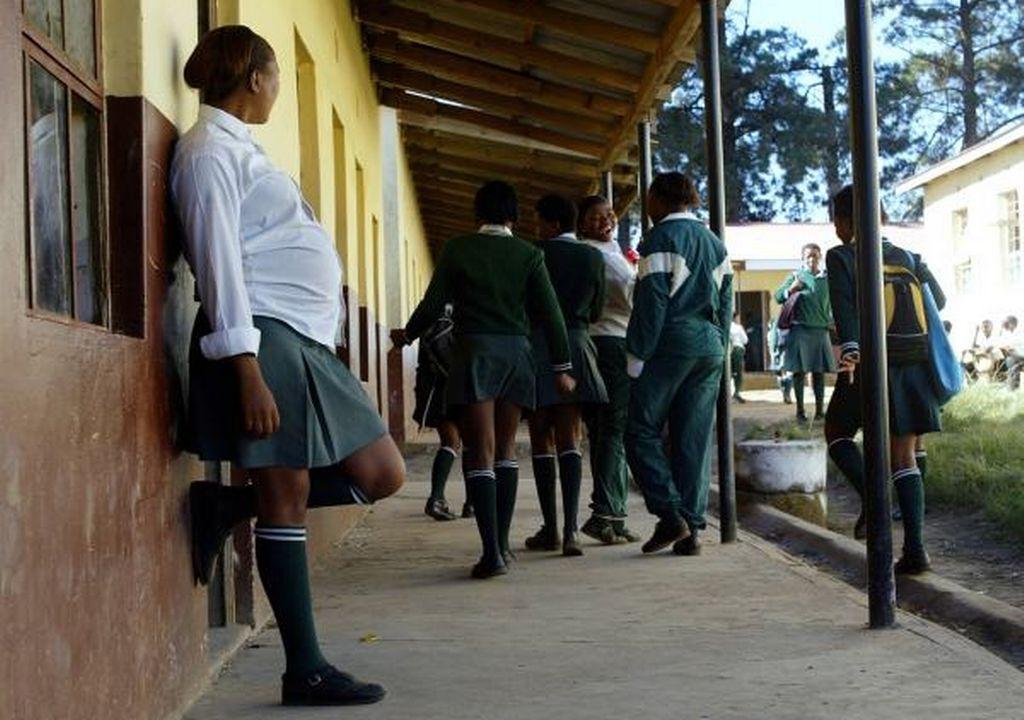 pregnant-school