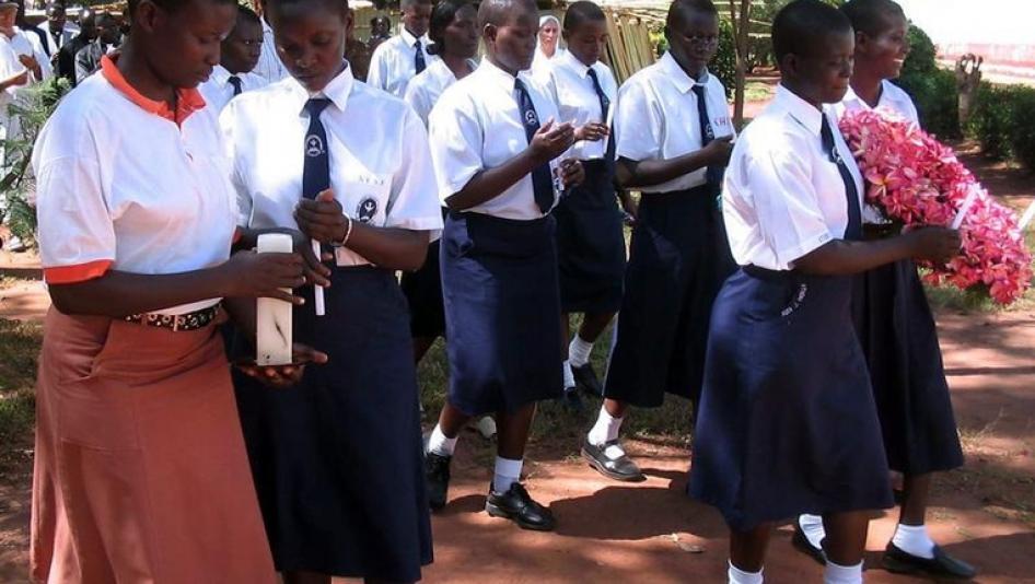 2016-10-uganda-africa-aboke-girls-students