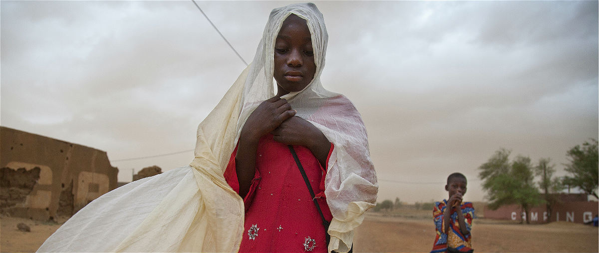 Children walk during a sand storm in Gao, Mali. UN Photo/Marco Domino