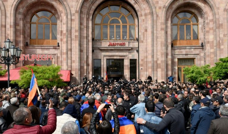 Sarkisian walked out of televised talks with Pashinyan, accusing the opposition of blackmail, as journalists and opposition supporters crowded outside the venue. Photo: AFP / Vano SHLAMOV