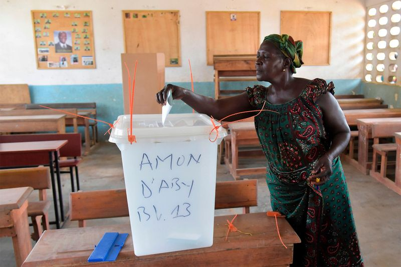A woman cats her vote in Ivory Coast's regional and municipal elections at a polling station in Abidjan's central business district of Plateau on Oct. 13, 2018. ( Photographer: Sia Kambou/AFP via Getty Images
