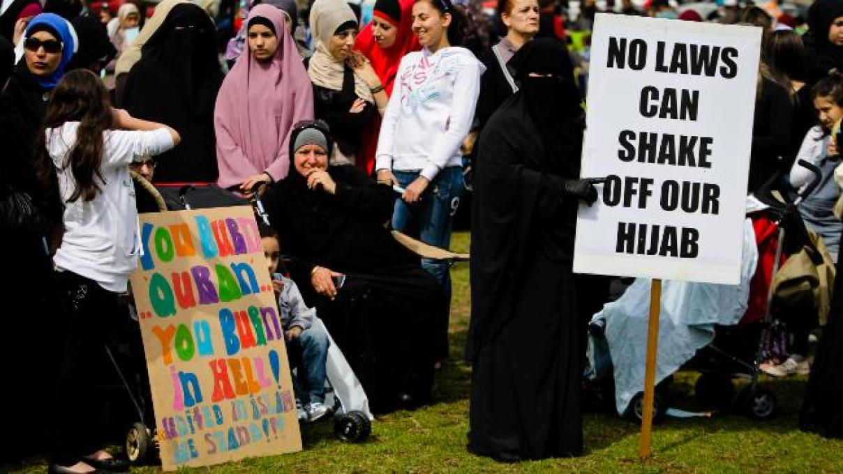 Hijab-protest-01
