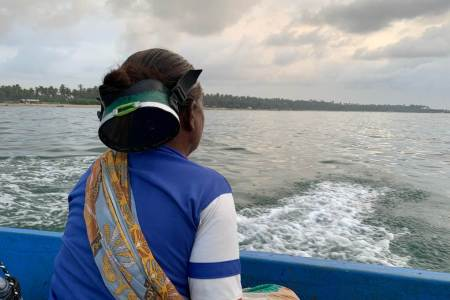 India's Women Seaweed Divers Swim Against The Tide Of Climate Change