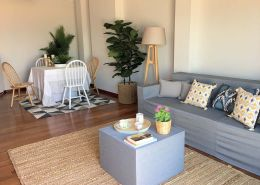 Abracadabra Decor Vigo Home Staging decora para vender o alquilar muebles de cartón - salón