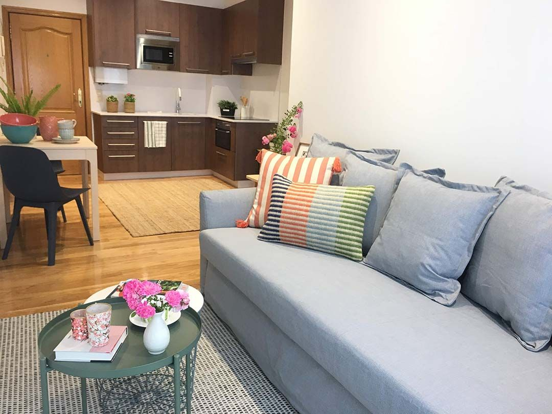 Abracadabra Decor Vigo Home Staging decora para vender o alquilar de estudio a apartamento - salón