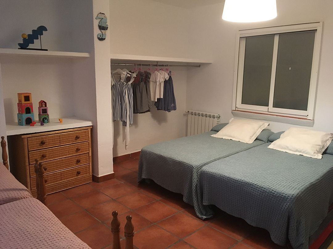 Abracadabra Decor Vigo Home Staging decora para alquiler vacacional Chalet en el Mediterráneo - dormitorio