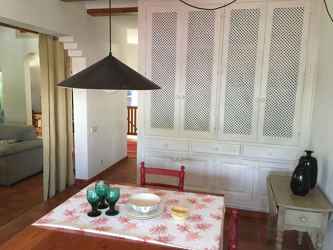 Abracadabra Decor Vigo Home Staging decora para alquiler vacacional Chalet en el Mediterráneo - comedor