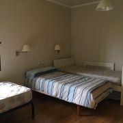 Abracadabra Decor Vigo Home Staging decora para alquiler vacacional - dormitorio antes