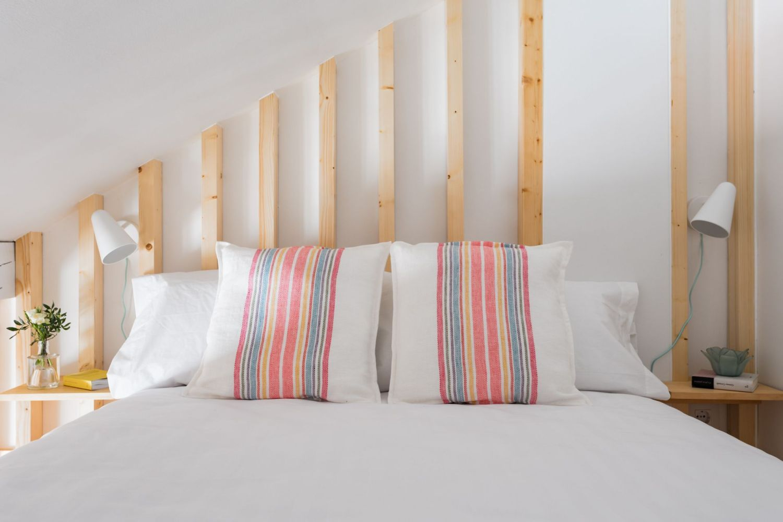 Dormitorio altillo buhardilla para alquiler vacacional. Abracadabra Decor Home Staging