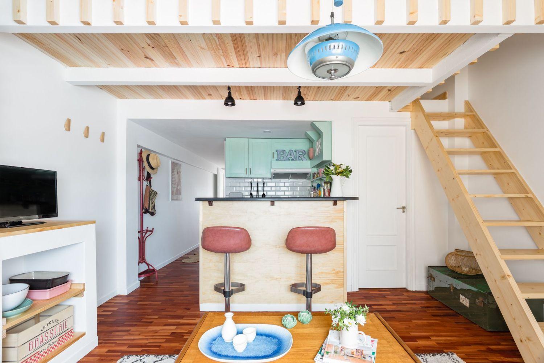 Salón cocina buhardilla para alquiler vacacional. Abracadabra Decor Home Staging