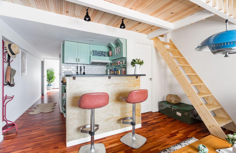 Cocina y pasillo buhardilla para alquiler vacacional. Abracadabra Decor Home Staging