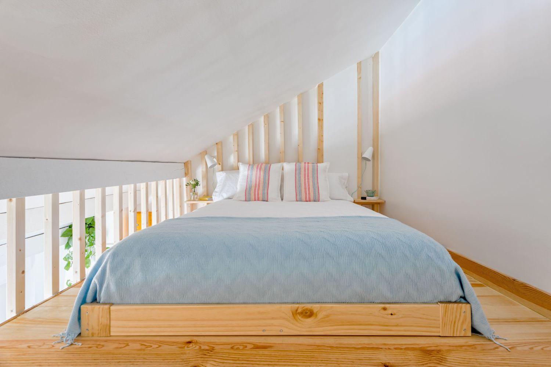 Habitación buhardilla para alquiler vacacional. Abracadabra Decor Home Staging