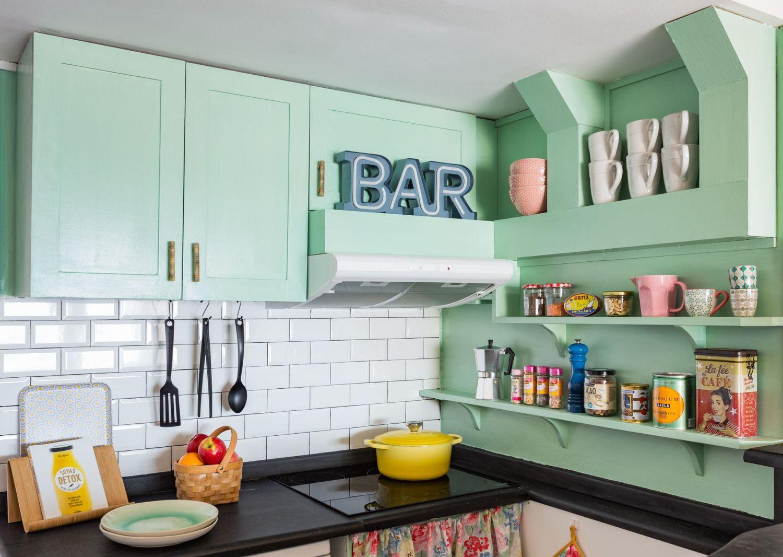 Cocina buhardilla para alquiler vacacional. Abracadabra Decor Home Staging