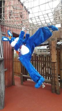 Lapinous' Foufous echassiers rebondissants loufoques parade animation evenementiel lapins fantaisie extravagance sautillants mascottes paques (45)