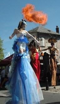 4 elements echassiers eau terre air feu sirene elfe maya cracheur de feu parade animation spectacle carnaval magique colores (7)