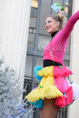 boite à merveilles spectacle rue cirque festival mat chinois fil de fer clowns jongleurs aerien girly kawai(10)